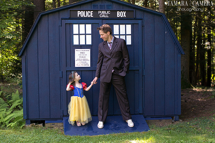 A fun photo shoot is made even more brilliant with high contrast colors | Photography tips | Dr Who and Snow White with The Tardis
