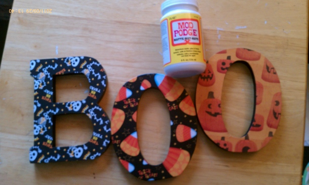 Halloween crafts get festive with a boo tiful door hanger for Wooden letters for crafts