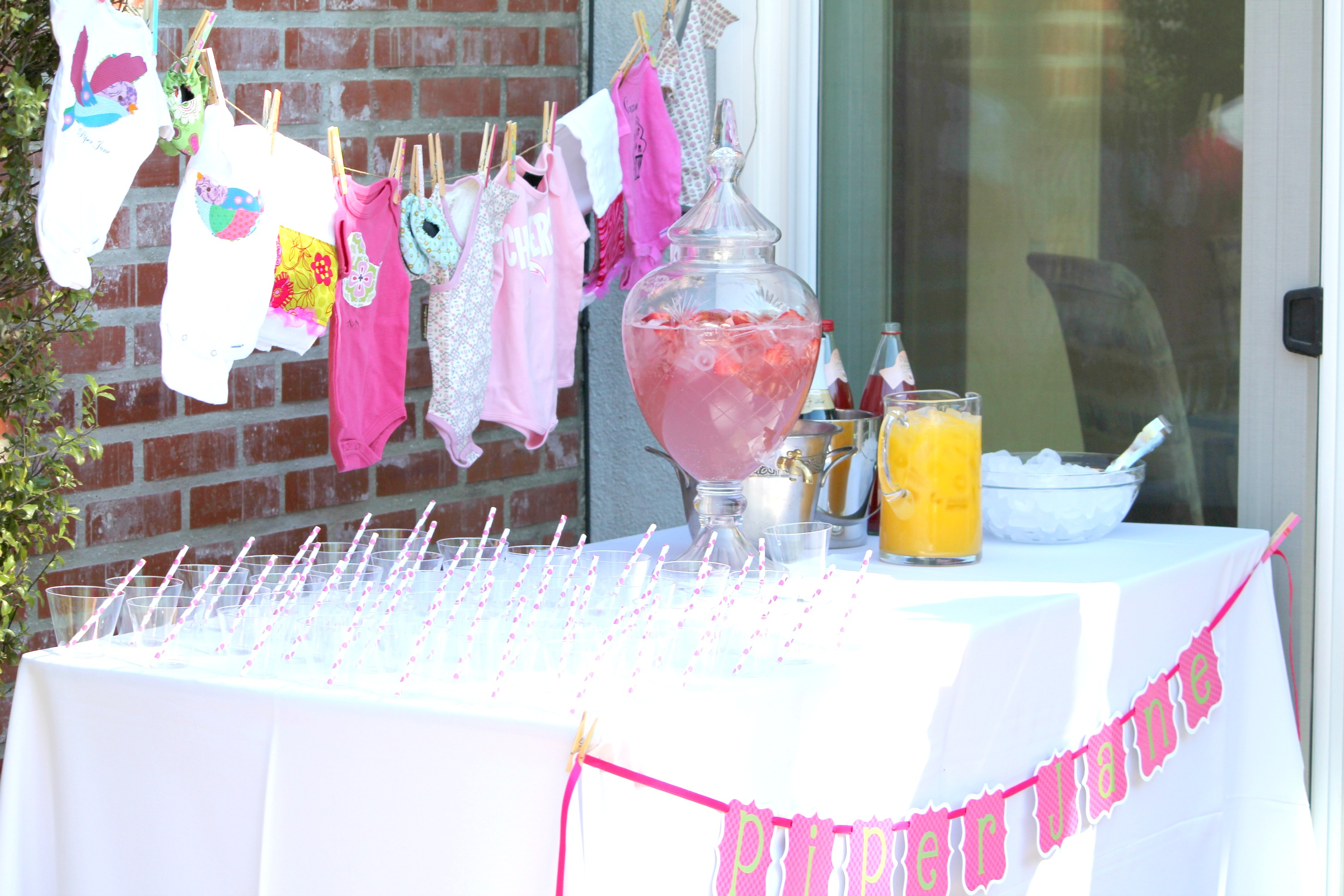 Baby shower ideas the sits girls for Baby welcome home decoration