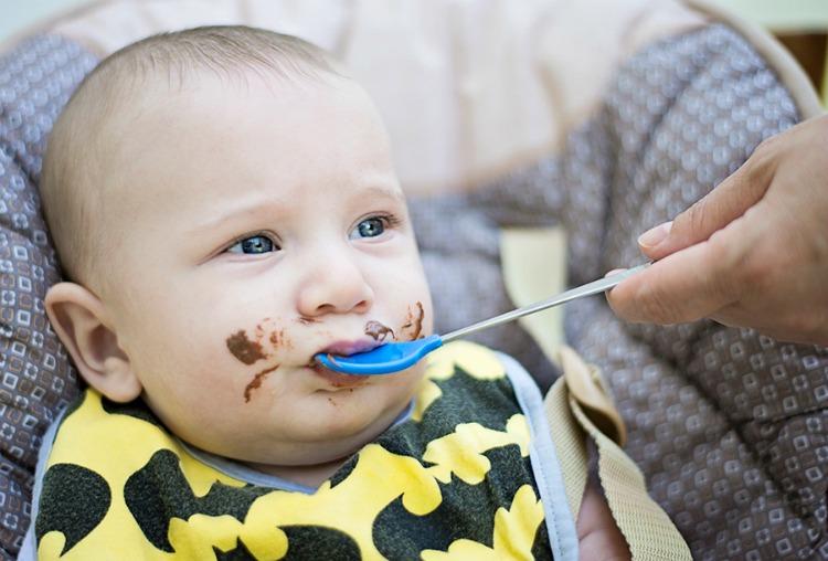document baby milestones when photographing kids