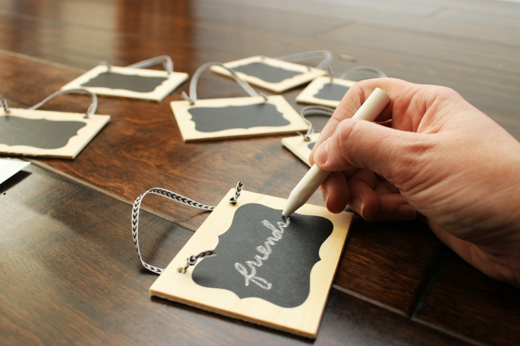 Write your thankful things on the mini chalkboards and place them on the tree.