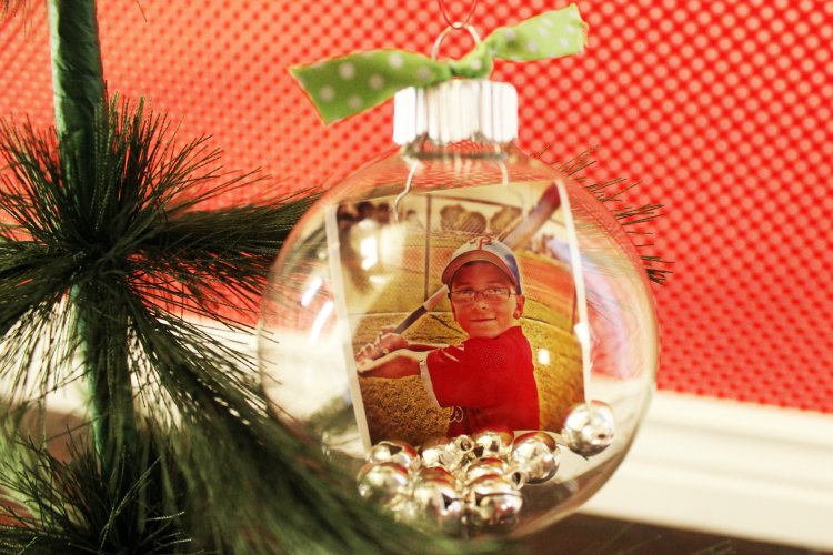 DIY Instagram Christmas ornament. This is a cute idea for adding a special touch to your Christmas tree and home decor.