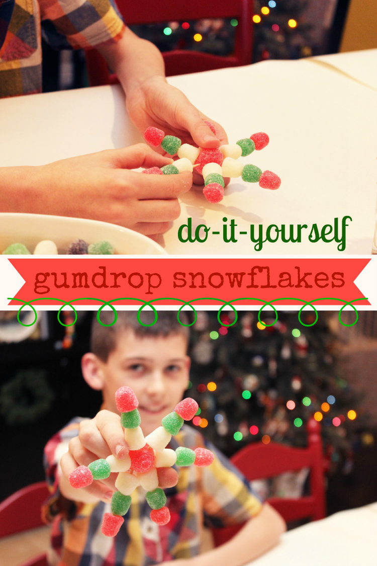 These gumdrop snowflakes are a perfect Christmas activity to keep kids busy and entertained while Christmas dinner is cooking.
