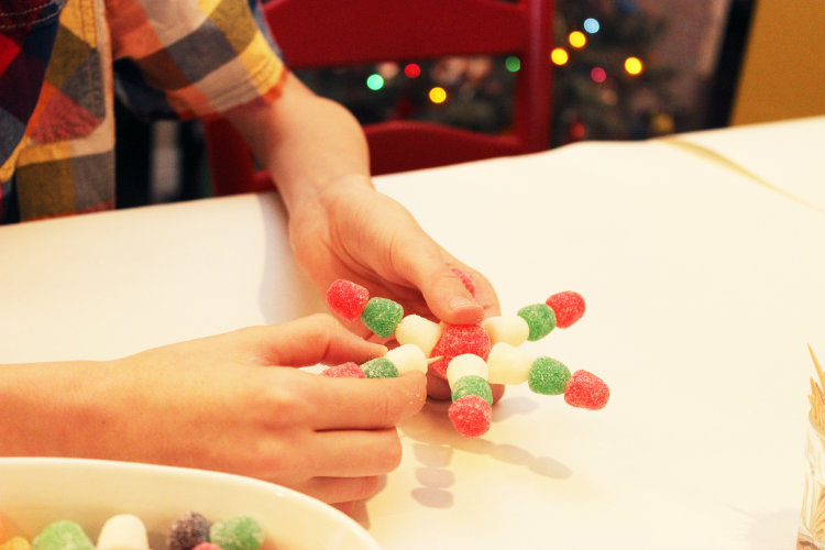 Place the toothpicks in a circle around the large gumdrop.