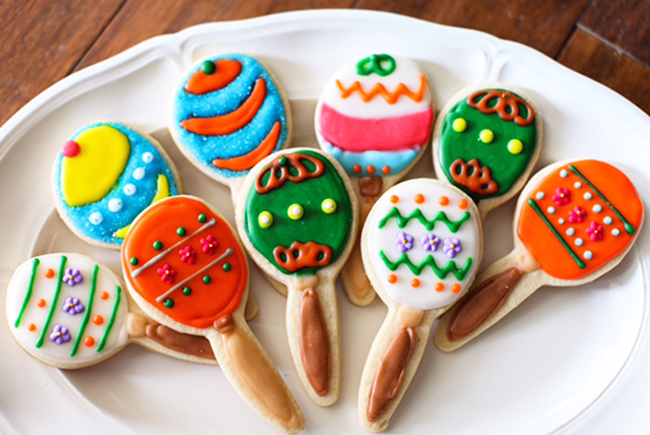 Maraca Cookies! These are super cute. Great royal icing cookie decorating idea.
