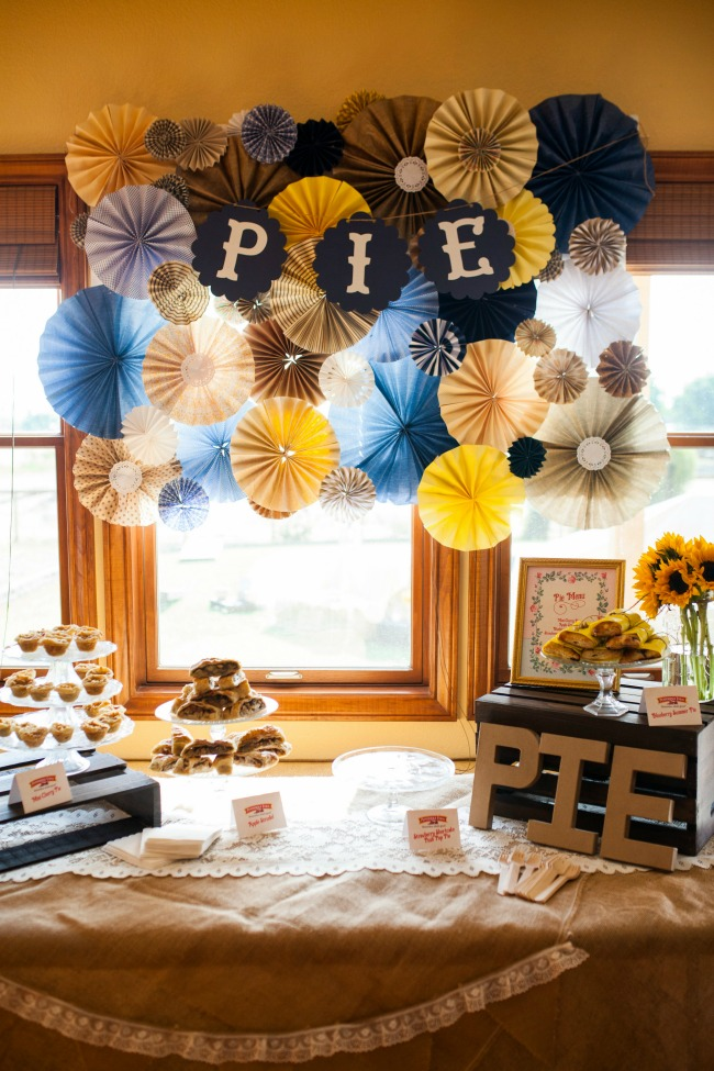 Pie is the perfect dessert for a summer party. Check out this cute pie fan DIY - it is just paper fans glued together.