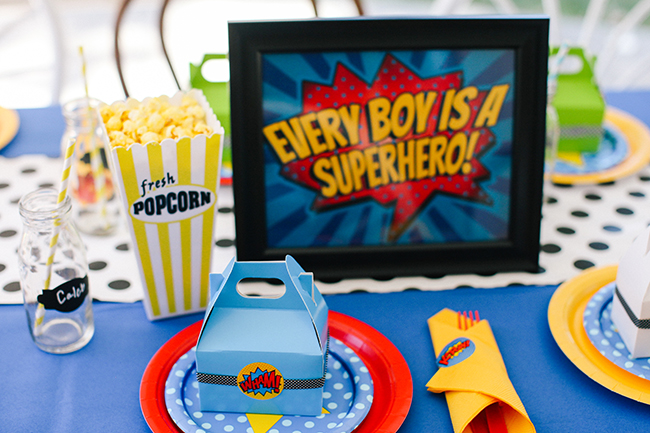 Great table setting ideas for a super hero birthday party. Love the bold colors and fun comic book graphics.