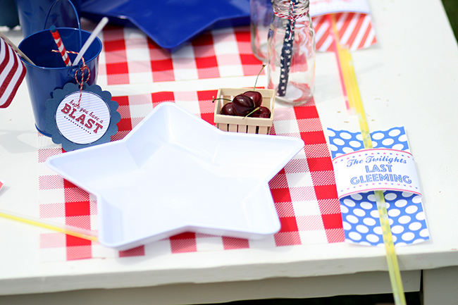 Star shaped plates are a must for your 4th of July party! So fun. These free printables are cute, too. Great ideas for a July 4th party.