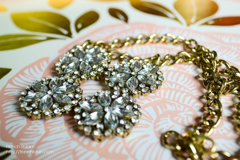 Make your own bronze statement necklace with this easy DIY jewelry tutorial.