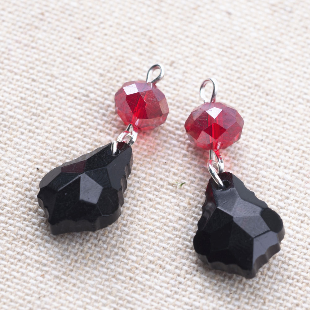Connect your red and black beads.