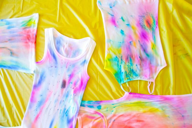 DIY easy tie-dye tank tops with sharpies and rubbing alcohol! This is a fun summer project to do with your kids.