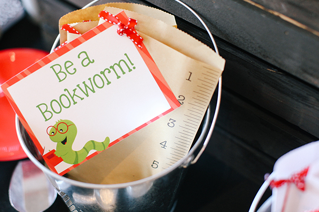 Be a bookworm gift tag.