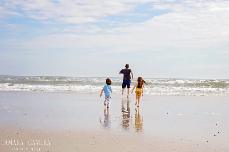 Great photography tips to help you take beautiful beach photos.
