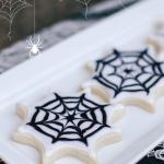 Halloween Treats: Spiderweb Sugar Cookies