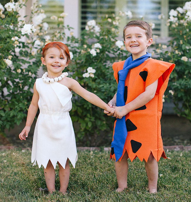 fred and wilma flintstone are the cutest halloween costume this year - Flinstones Halloween