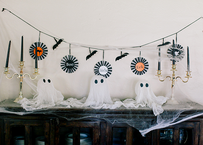 These cute floating cheesecake Halloween ghosts are great for decorating the mantle or entrance to your house!