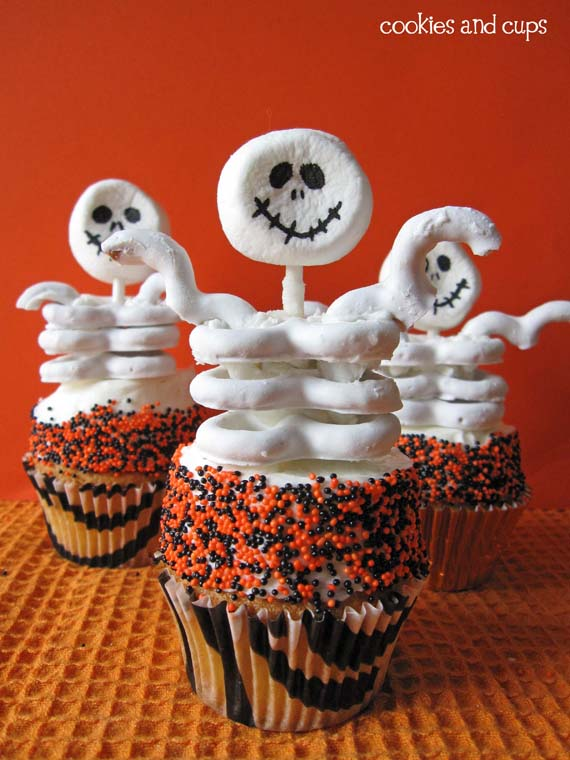 How amazing are these cupcakes! They almost look too delicious to eat!