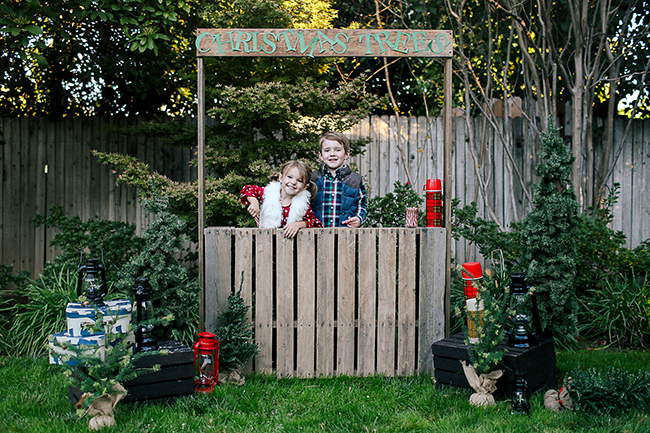 Use thermoses and candy canes for this cute DIY Christmas tree stand photo shoot!