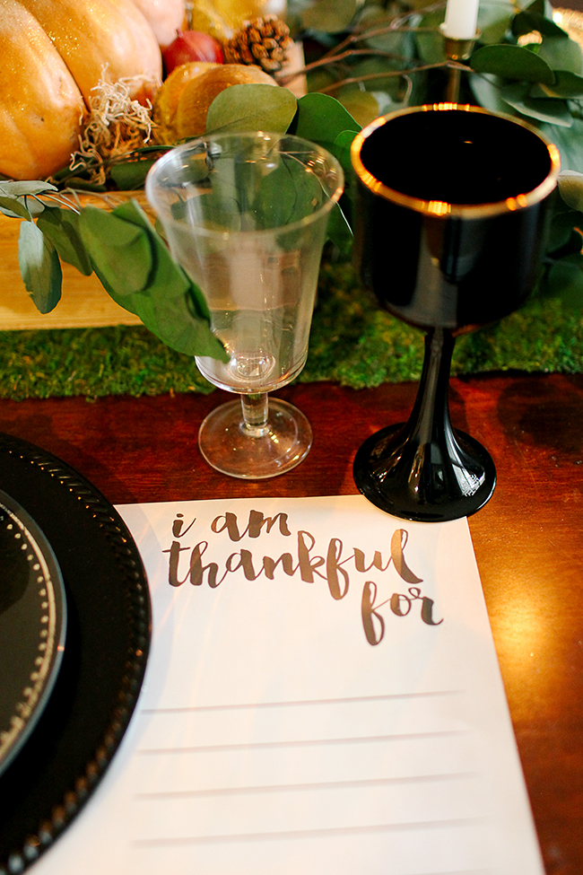 Beautiful Thanksgiving table idea - love these placemats!