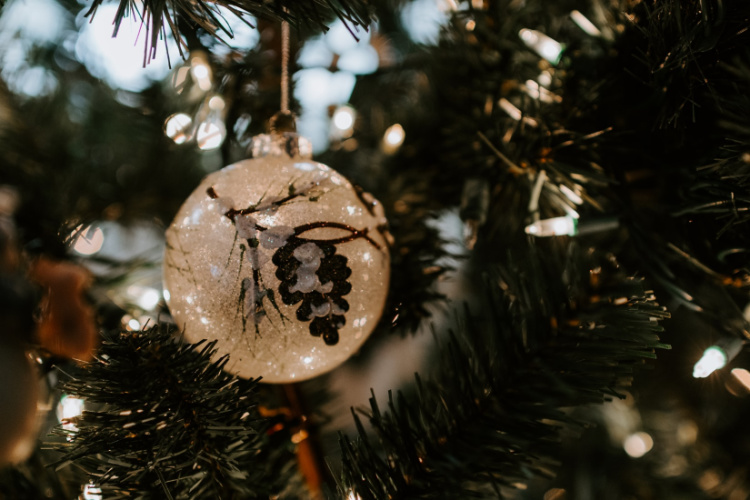 christmas tree ornament with pinecone