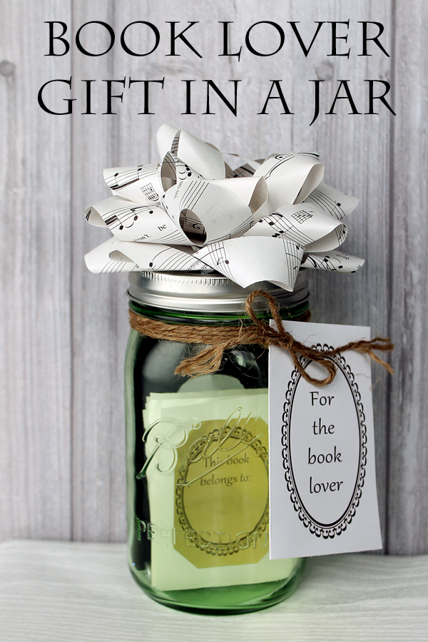 Do you have a book lover? Here is a cute way to gift something to them!