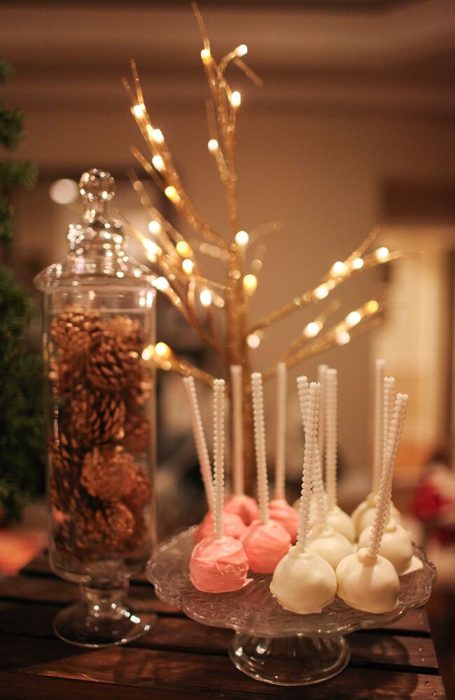 Blush and white cake pops are the perfect dessert for after dinner!