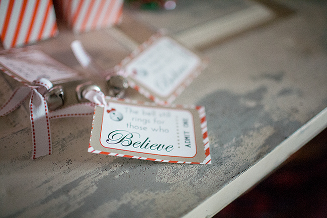 These favors for the Polar Express party are exactly what we need! A cute printable and a simple bell make magic.
