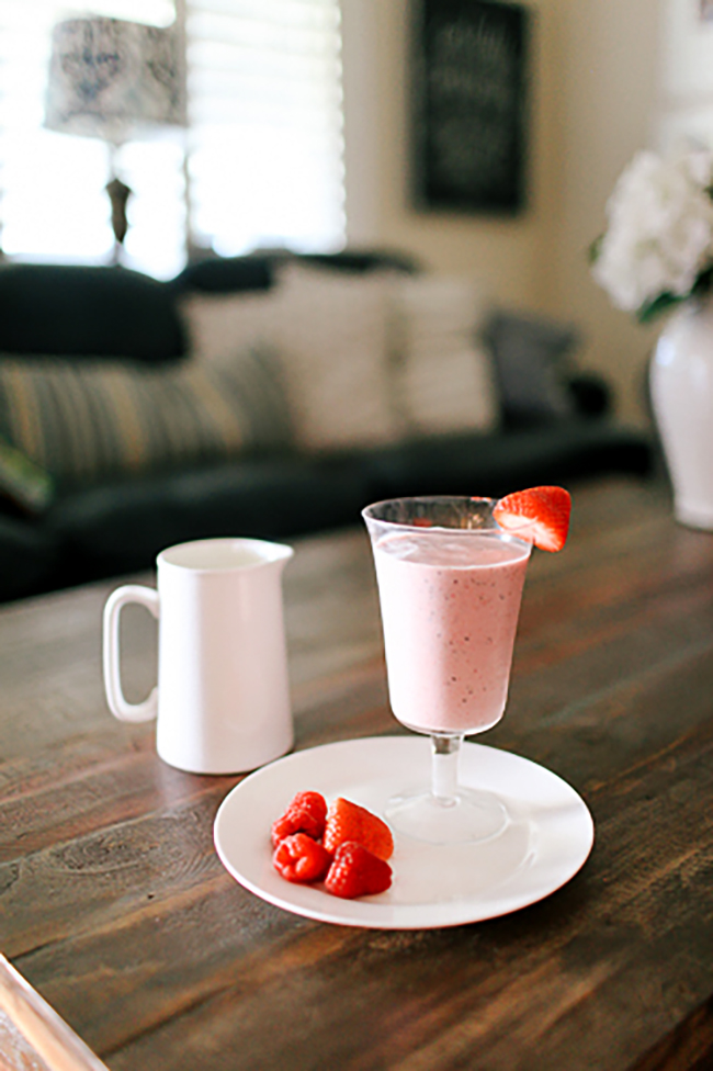 Strawberry Cheesecake Protein Smoothie Recipe | Get fit with this protein packed smoothie!