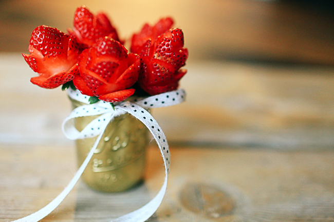 How to make strawberry roses - perfect for Valentine's Day! Click through for a short video tutorial to make a beautiful strawberry rose bouquet.