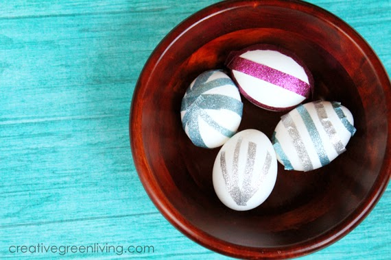 This is a great way to decorate eggs with kids with no mess!