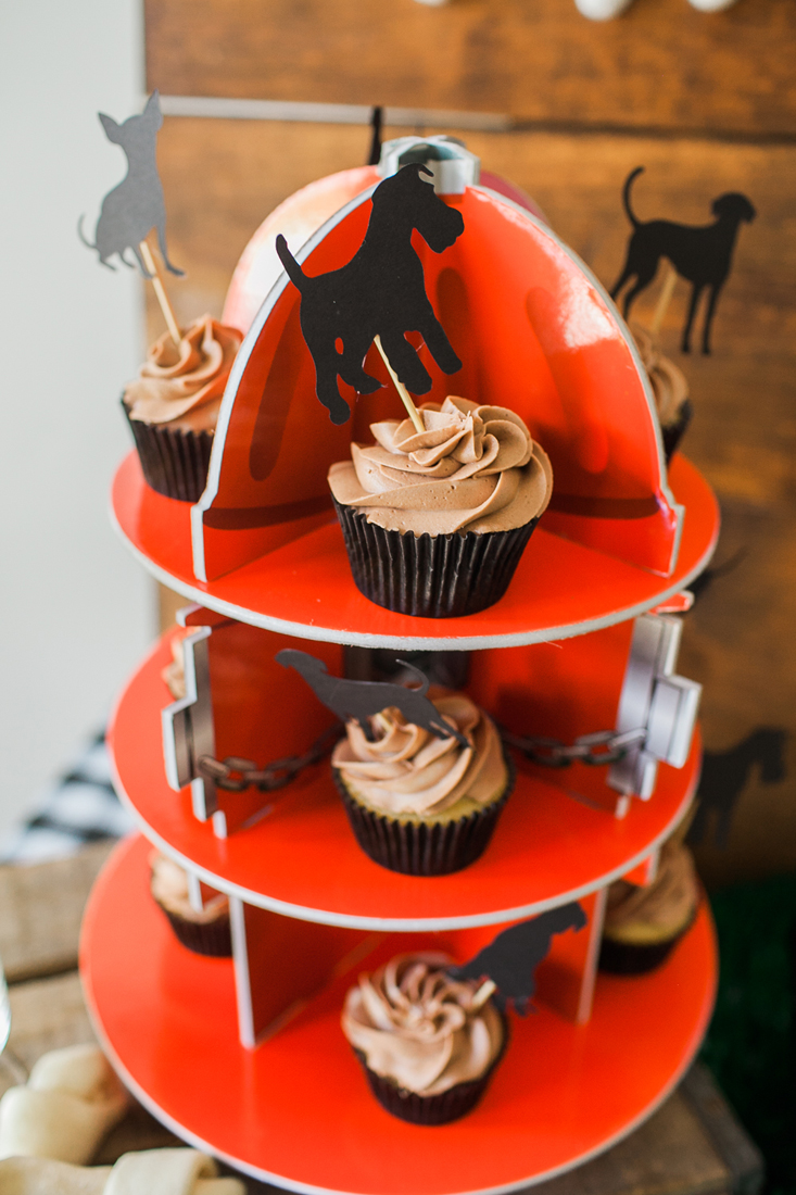We love this darling cupcake stand for the puppy party!