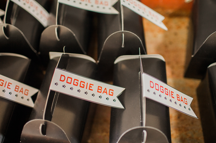 Transport treats in these doggie bags!