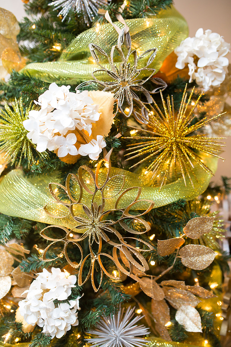Toilet paper rolls and toothpicks will make your Christmas tree decorations SO beautiful this year!