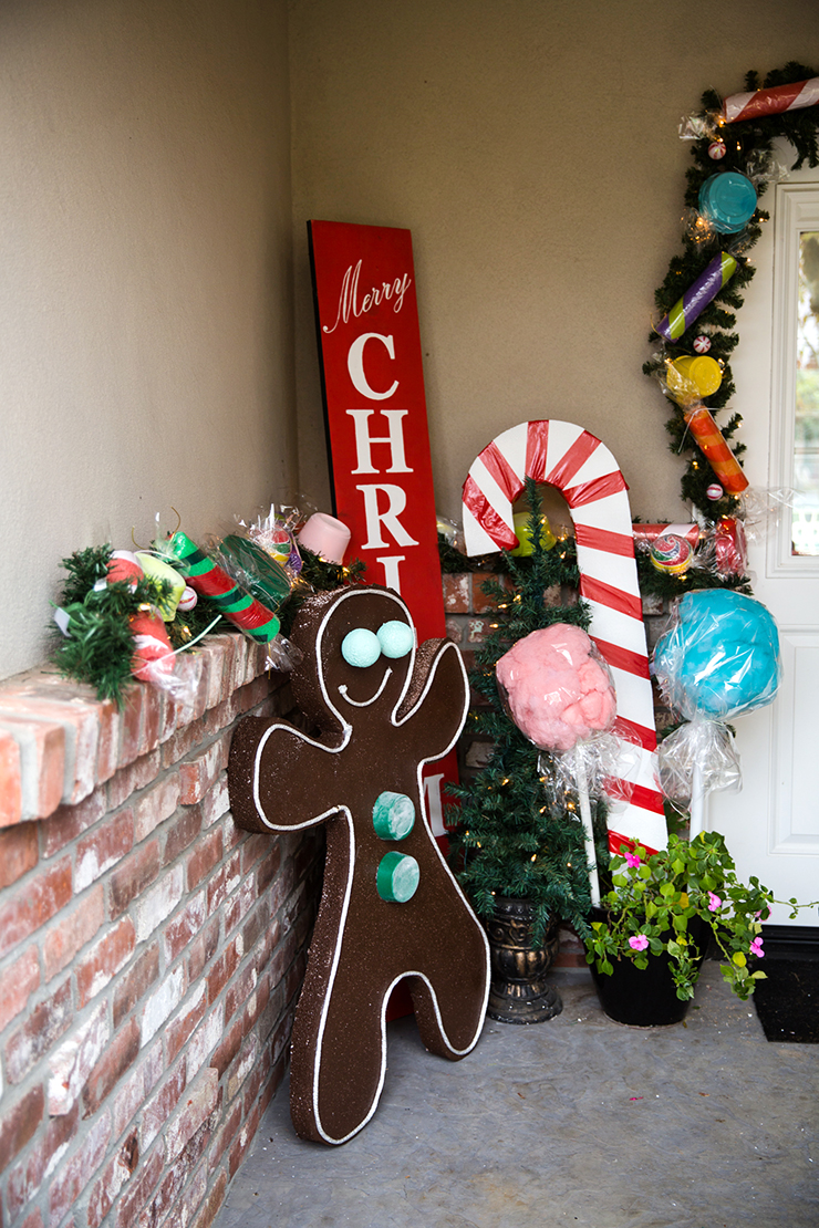 Gingerbread House Decorations | Giant Candy Garland ...