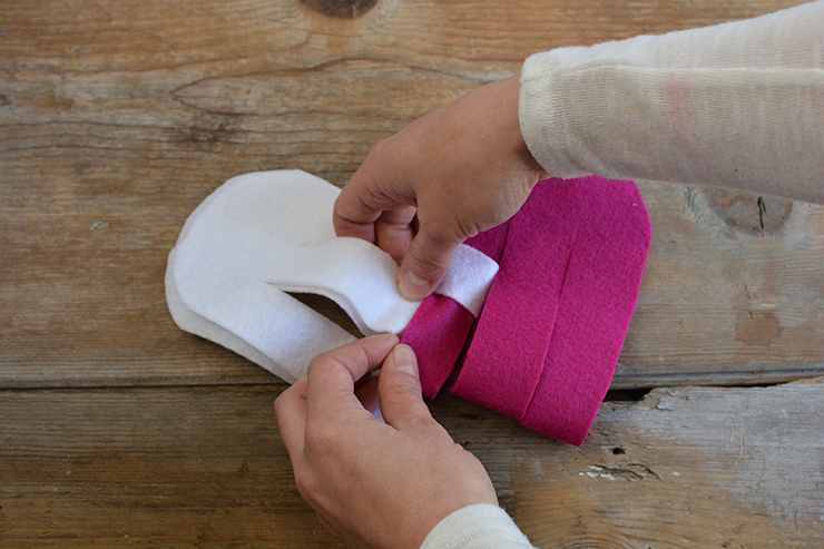 Alternate felt strips to create a heart pattern.