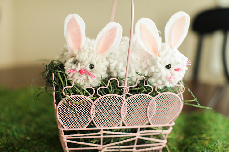 Pom Pom Bunnies | Cute Easter pom pom crafts that can be made in under 10 minutes!