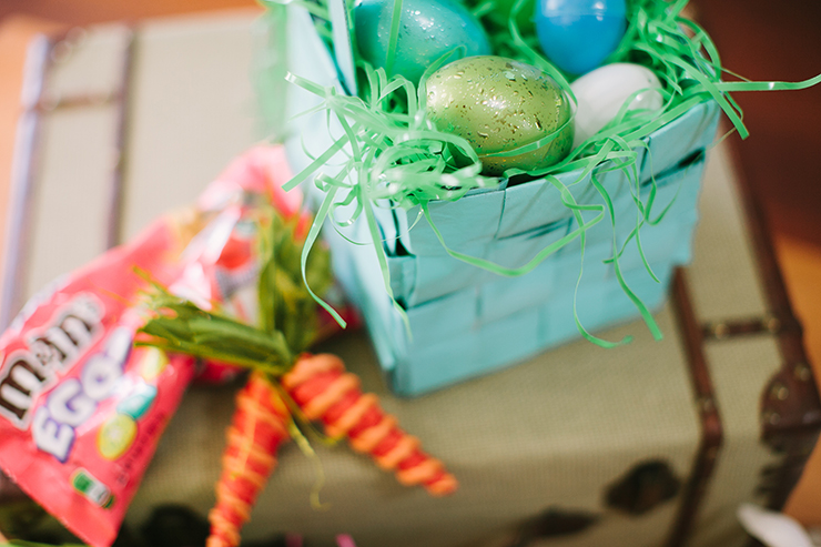 It's so easy to make newspaper Easter baskets!