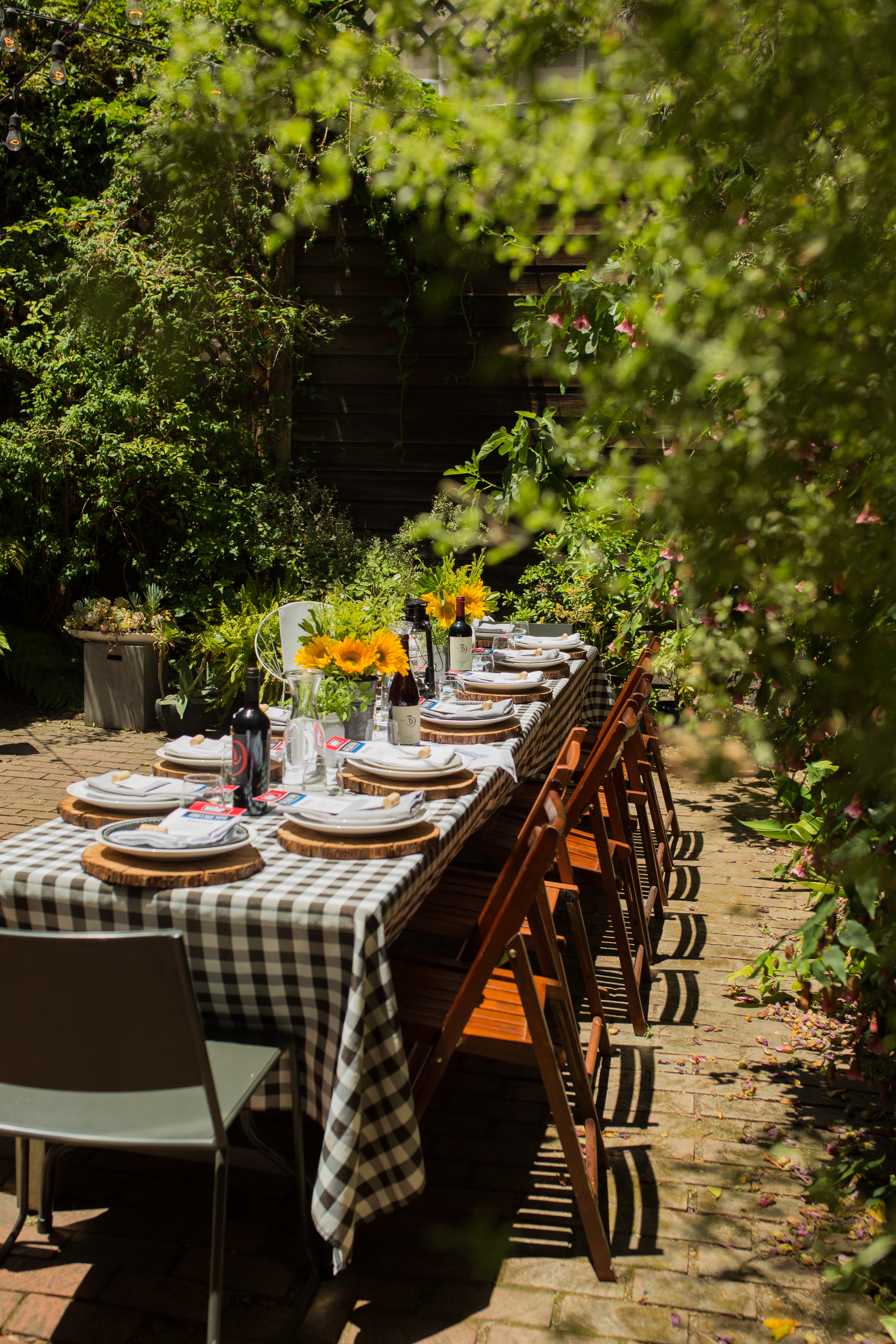 black and white tablecloth for outdoor bbq
