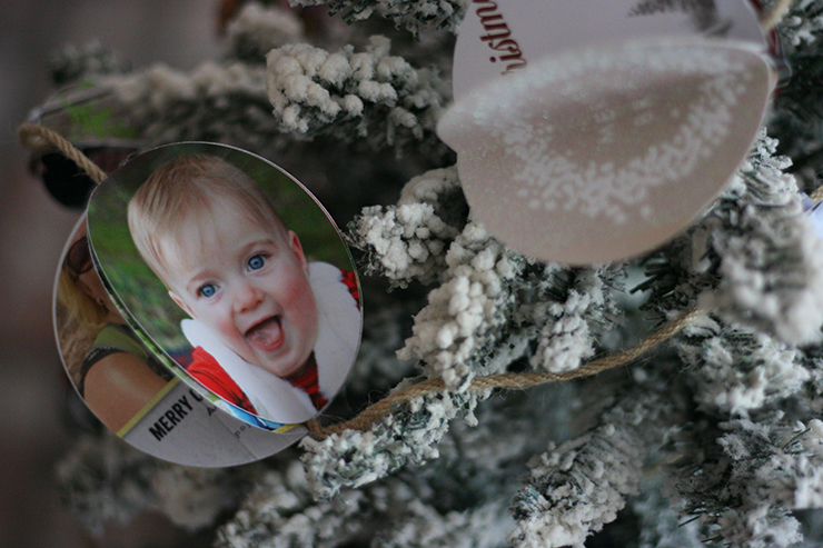 How to Turn Christmas Cards Into a Photo Garland