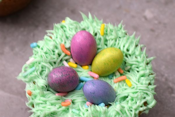 Edible birds nests made with cookie cups, frosting, and chocolate eggs.
